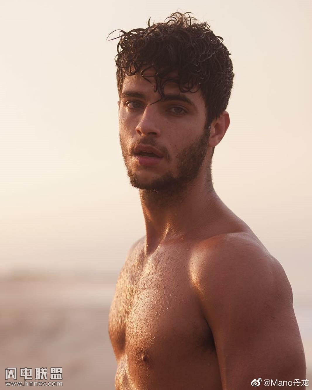 欧美肌肉男模帅哥海边性感文艺内裤写真第1张