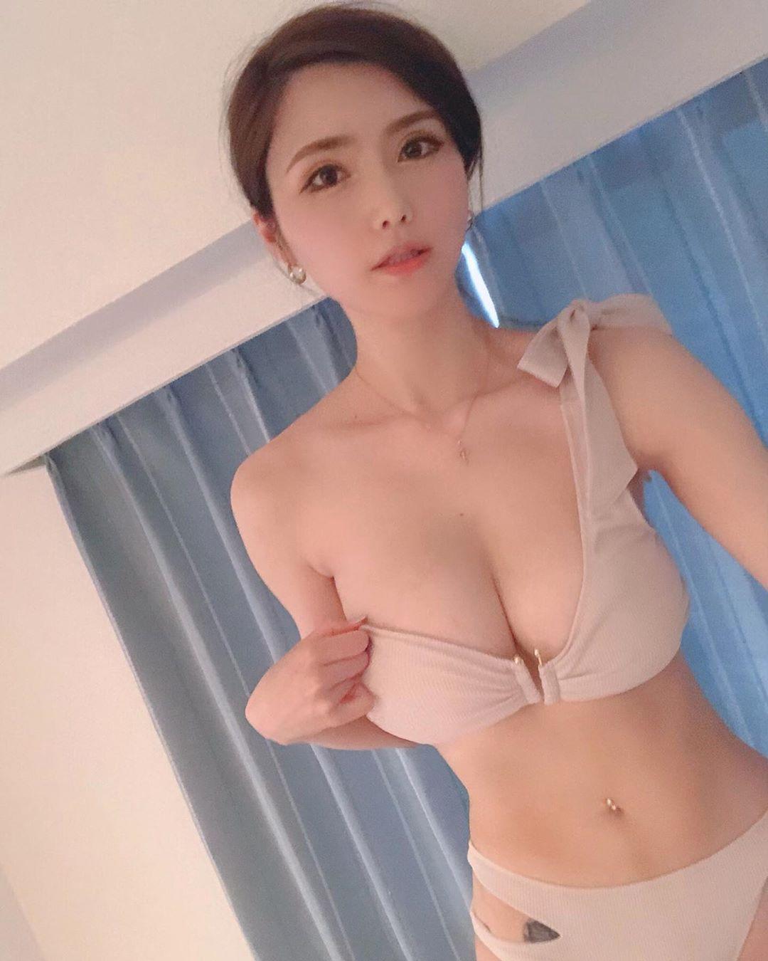 日韩混血儿美女,娃娃脸+丰满身材百变销魂  日韩混血 娃娃脸 第8张