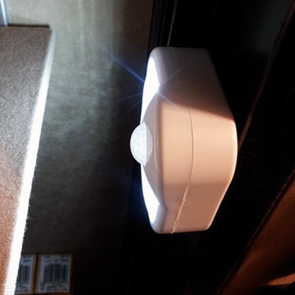 d sactiver automatique batterie led motion sensor escalier garde robe de lumi re de lumi re. Black Bedroom Furniture Sets. Home Design Ideas