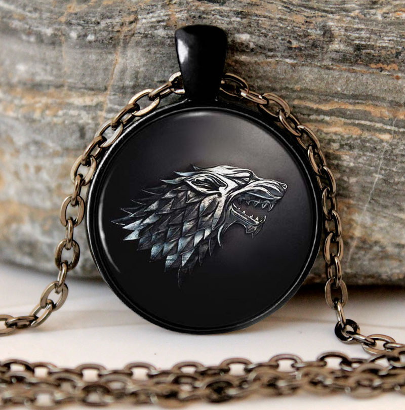 game of thrones collier pendentif chambre des stark loup. Black Bedroom Furniture Sets. Home Design Ideas
