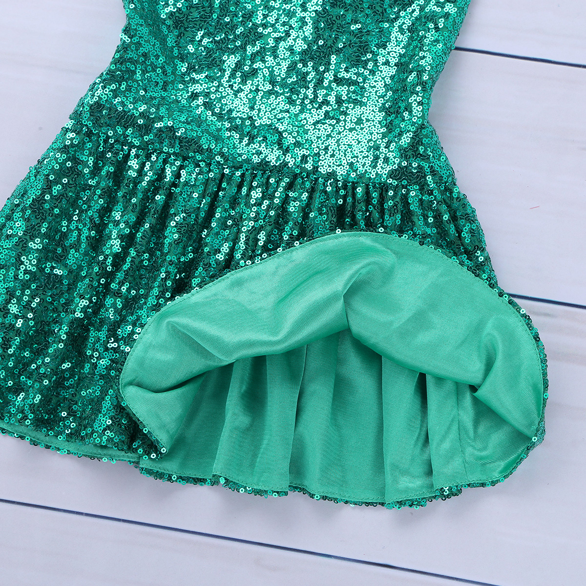 3aa8c5c8ef01a Children Photography Skirts Girls Shiny Sequins Mermaid Tails Halloween  Costumes for Kids Cosplay Party Maxi Skirt Dress Up
