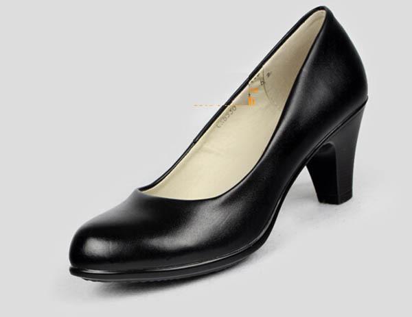 Flat Shoes With Split Dress