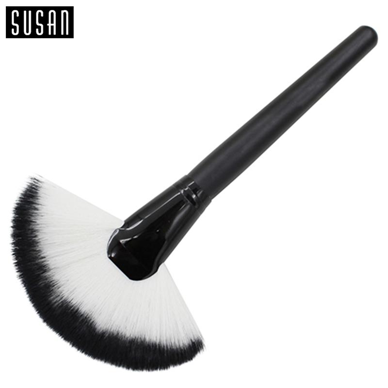 Facial Fan Brush 54