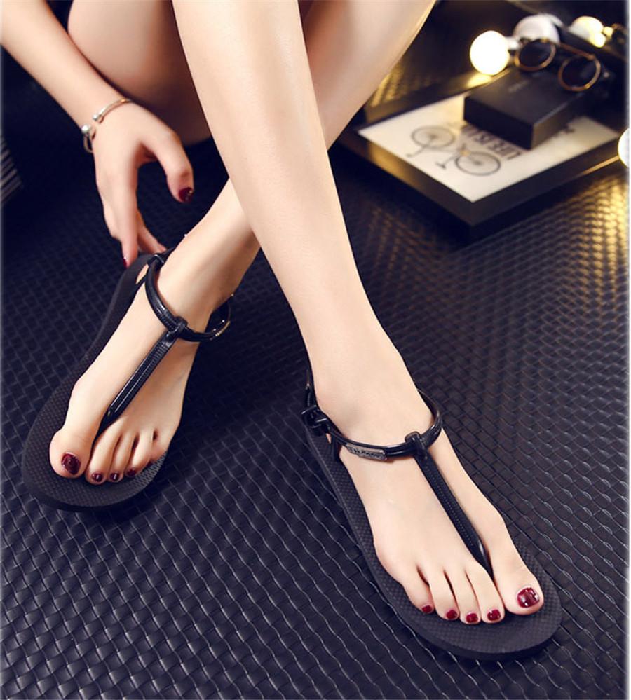 немцы боятся фото девушек в сандалях пальцы нарощенными