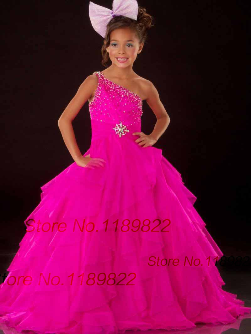 Looking for wholesale children costumes? We offer a variety of wholesale kids costumes, dress up and make believe accessories at bulk discount prices. Start saving on wholesale childrens costumes and make believe accessories today at DollarDays, all at wholesale and cheap closeout prices.