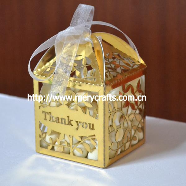 Beautiful wedding cake for a celebration: Gold wedding cake boxes