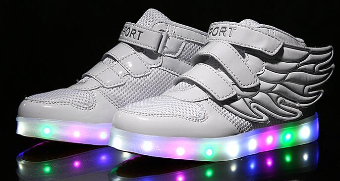 2099e4438b7d Schuhe Mit Led. auffallende led sneakers mit leuchtender sohle ...
