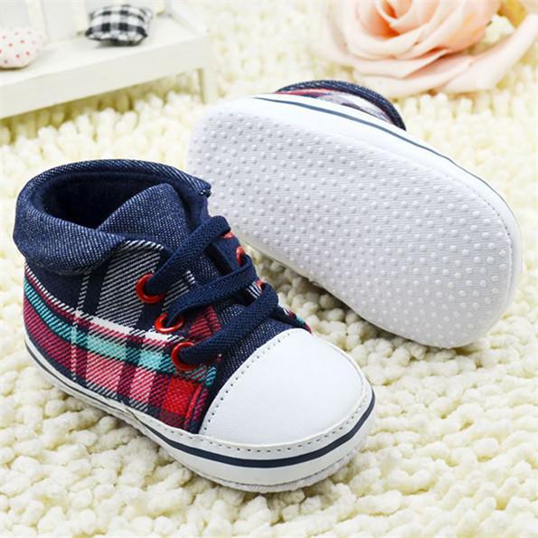 Симпатичные малышей мальчики плед шнуровке мягкой подошвой обуви детские Prewalker первые ходунки горячие