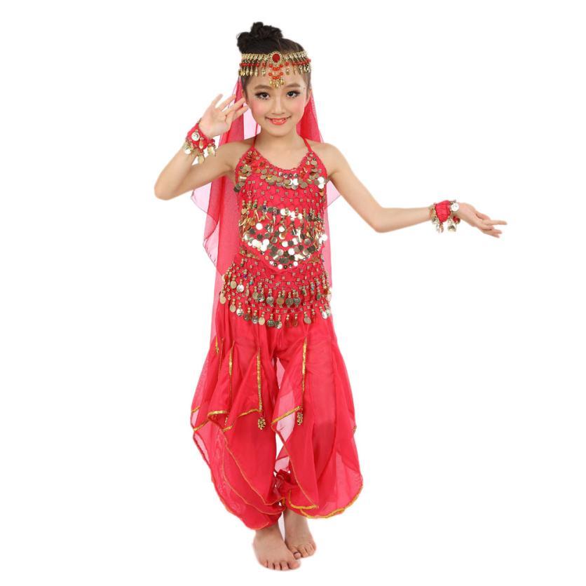 Baile de niña de egipto en casa