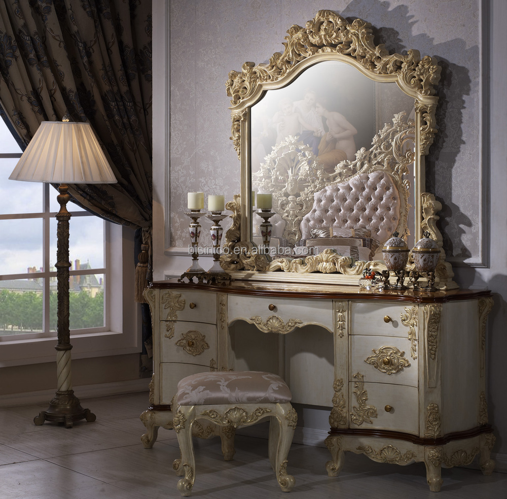 8 Luxury Bedrooms In Detail: Bisini Luxury Bedroom,Luxury Bedroom Furniture,Luxury