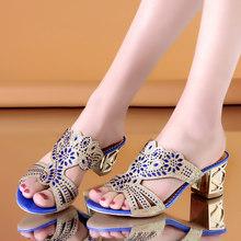 Большие размеры; коллекция 2020 года; Летняя обувь; женские тапочки; Позолоченные каблуки; шлепанцы с открытым носком; туфли со стразами на выс...(Китай)