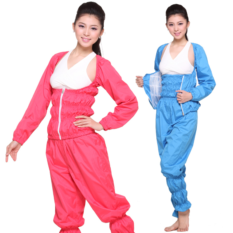By trapping your body heat, sauna suits cause you to sweat more and, therefore, lose weight. Be aware, however, that the weight you're losing is mostly water weight. You'll gain back anything you've lost once you drink water after your sauna suit cuttackfirstboutique.cfd: Jun 17,