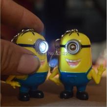 Svítící LED klíčenka Mimoni z Aliexpress