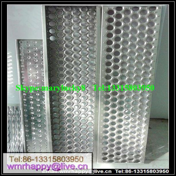Aluminum Stair Treads Edging Anti Slip Perforated Stair