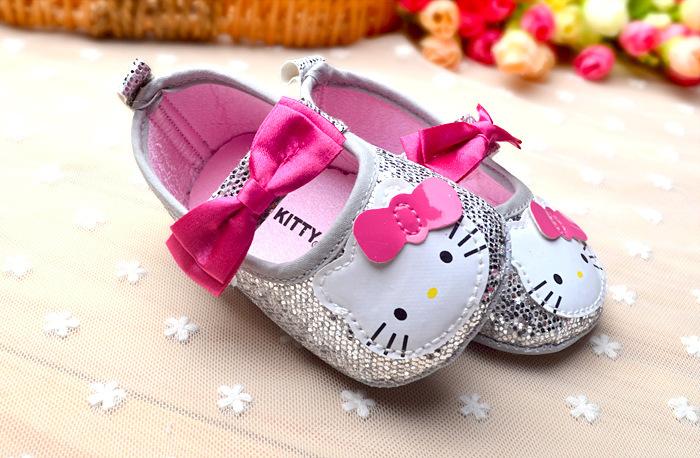 0f3a0d6ed8a73 Bébés filles princesse chaussures bébés mignons Chaussures Bonjour Kitty chaussures  tout-petits Mode souple Sole été minces Goutte Livraison gratuite New