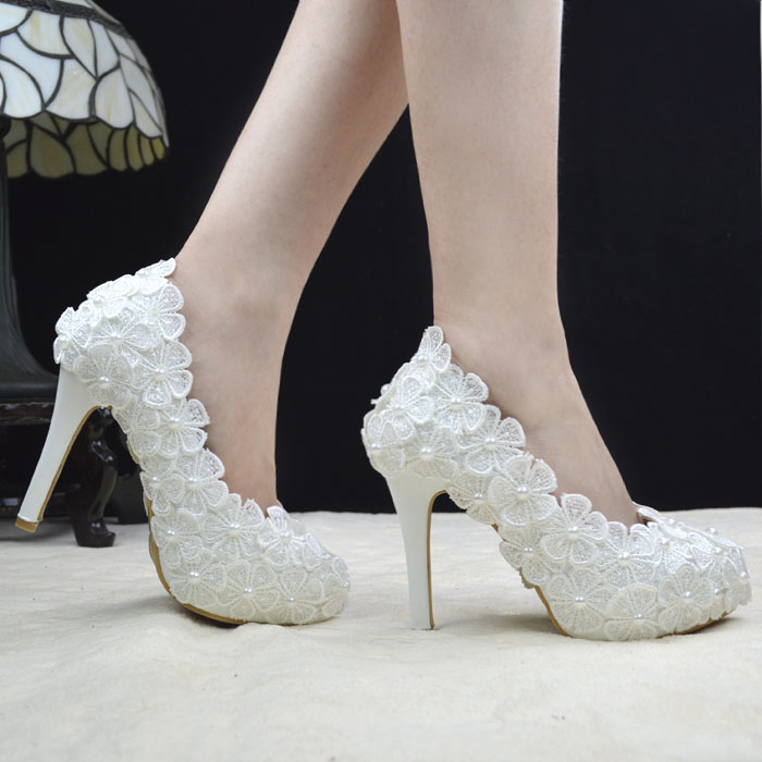 Wedding Shoes. Suppliers Expert Advice Gallery Reviews; Easy Weddings provides the perfect destination to find wedding shoe suppliers. You will find our extensive wedding directory in Sydney, Melbourne, Brisbane, Perth and throughout Australia and a variety of articles, galleries and forums.