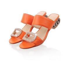 Женские сандалии REAVE CAT, модные летние шлепанцы на низком каблуке оранжевого цвета со стразами, RL1351, большие размеры 9, 10(Китай)