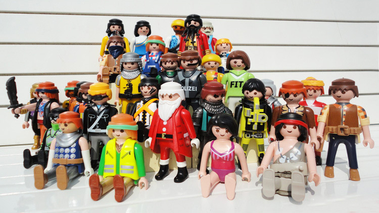 Good quality Playmobil toys juguetes Set 40 Pieces Knights figures random castle child plastic model kit Toys Free shipping