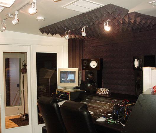 doux pu pyramide ondul acoustique studio mousse made in. Black Bedroom Furniture Sets. Home Design Ideas