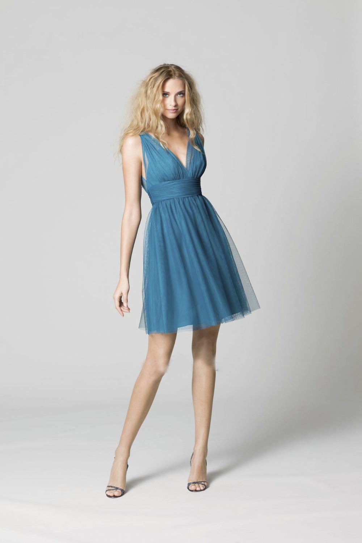 ¡Compra tus vestidos favoritos online o en tienda! Nuestra selección de vestidos de mujer abarca desde el vestido corto negro perfecto al largo estampado.