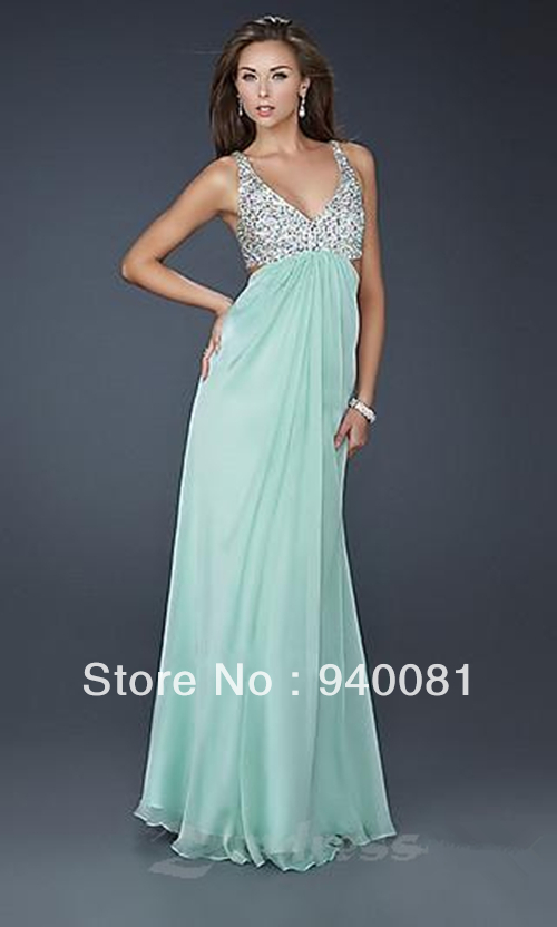 Plus-Size Prom Dresses and Plus Evening Gowns PromGirl is your source for plus size homecoming dresses, plus size prom dresses and plus size evening gowns. Whether you are looking for a cheap plus size prom dress or plus size formal wear, PromGirl has dresses to fit plus size girls.