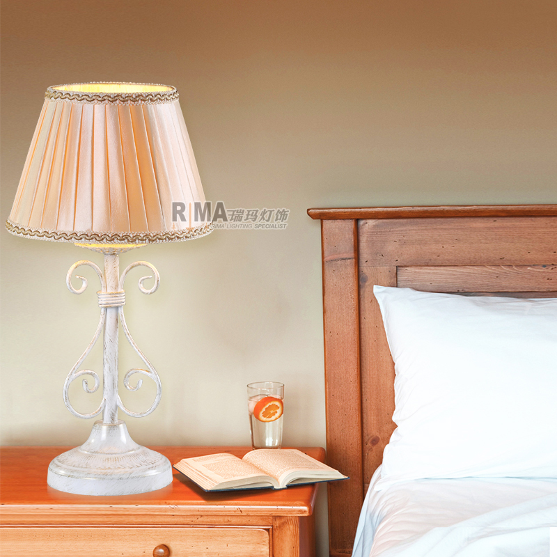 Hand Made White Painted Table Lamp For Bedroom Decorative