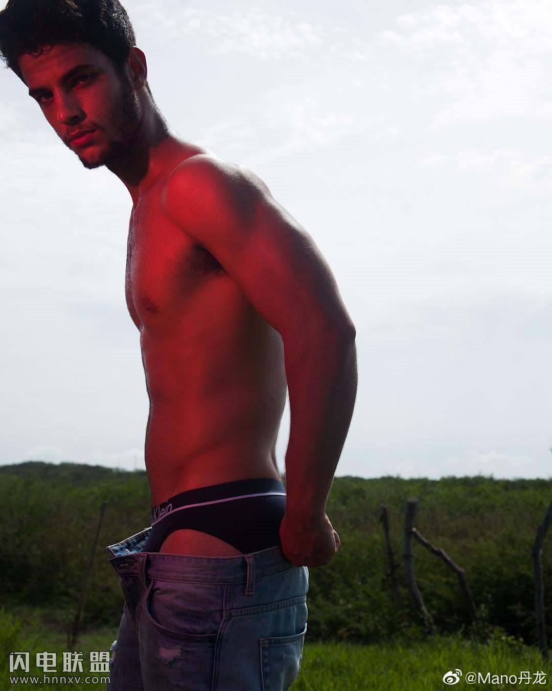 欧美肌肉男模帅哥海边性感文艺内裤写真第5张