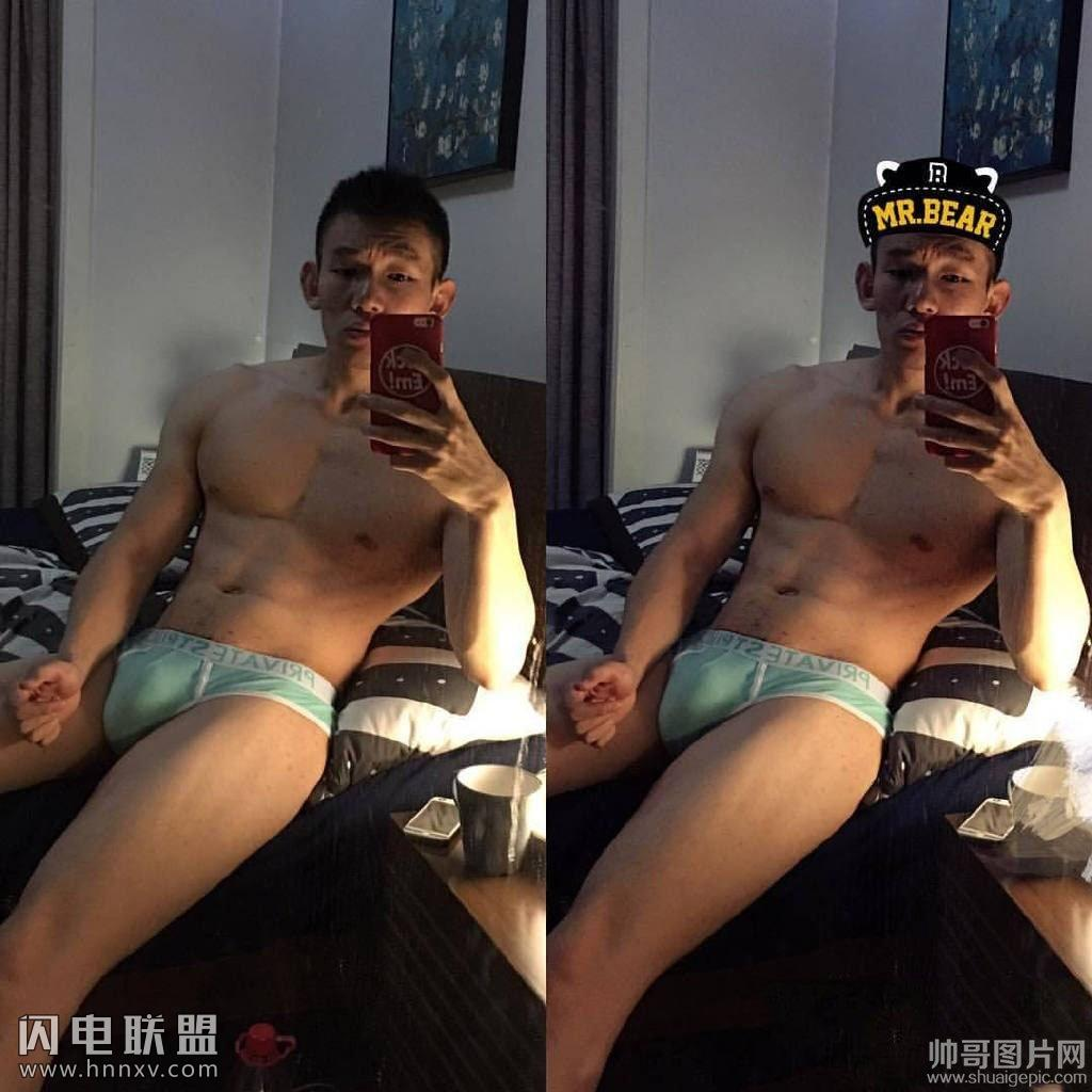 肌肉帅哥上半身赤裸性感腹肌自拍图片第2张