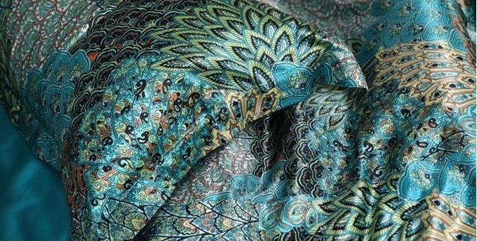 Blue Peacock Feather Print Silk Bedding Comforter Sets